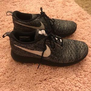 Nike Knit Roshe Sneakers